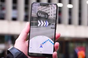 Googleマップの「ARナビ」がiPhoneでも使えるように。これで方向音痴ともおさらば!